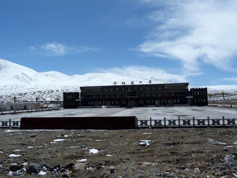 XINJIANG. Karakoram Highway, lune des plus haute route au monde, en passant a 4400 m - P1280532.JPG
