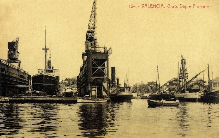 Detalle del dique. Foto del libro El Maritim. Un paseo costumbrista a traves de las antiguas tarjetas postales.jpg