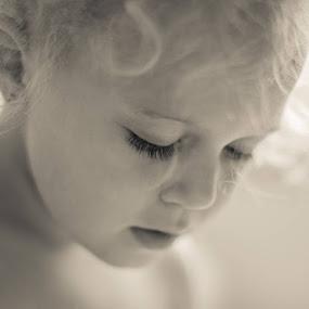 Kiddy by Владимир Агруц - Babies & Children Child Portraits ( girl, portrait, kid )