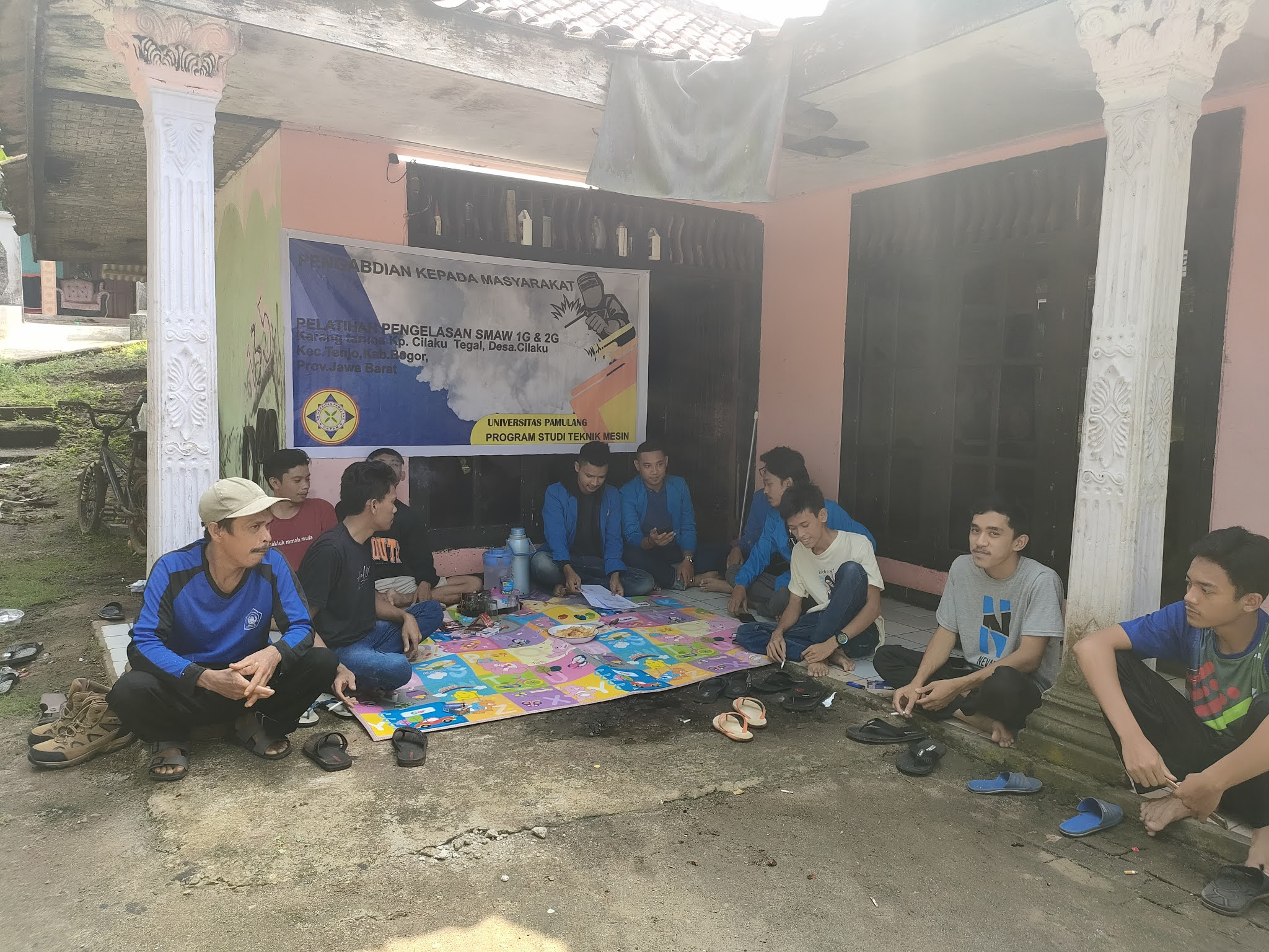 Edukasi Tentang Soft Skill Teknik Pengelasan SMAW 1 G Pada PKM Mahasiswa UNPAM Di Kampung Cilaku