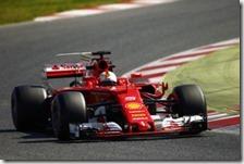 Sebastian Vettel con la Ferrari nei test di Barcellona 2017