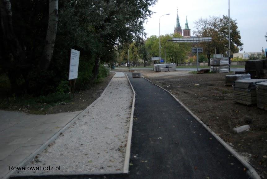Za mostkiem znowu mamy rozdział na ruch pieszych i rowerzystów