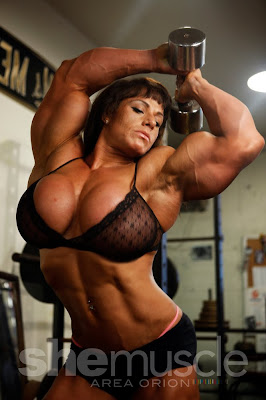 Tara Silzer female muscle morph