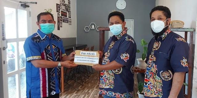 Peduli Korban Banjir Kalteng, PWI Kalsel Salurkan Donasi
