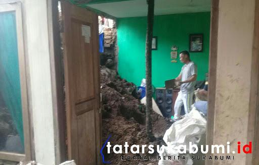 Tanah Longsor Hantam Rumah Warga di Nagrak - Sukabumi