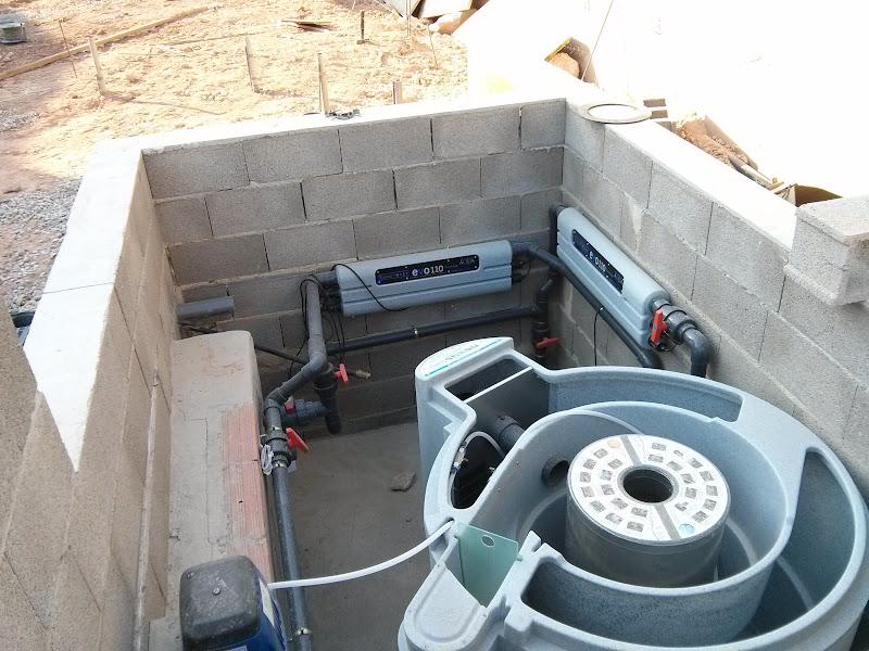 Como hacer una piscina natural urbanarbolismo for Filtros de agua para piscinas