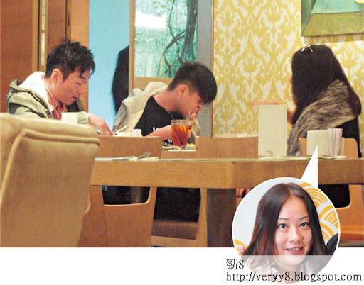 家庭會議 <br><br>老婆 Julia邊食邊同祥哥傾公事,視帝背後嘅女人都唔易做!