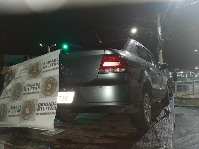 Dupla é presa por roubo de veículo e de pedestres em Cachoeirinha