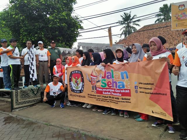 Jalan sehat gerakan sadar pemilu di gelar Komisi Pemilihan Umum Daerah ( KPUD) Kota Bekasi