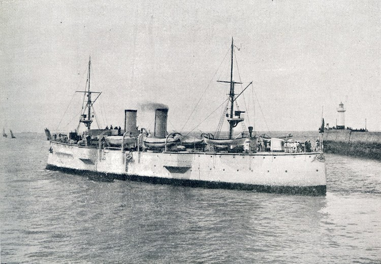 Esta foto del crucero saliendo del puerto de Le Havre para incorporarse a la Armada, es de la revista La Vida Maritima. Año de 1902.jpg