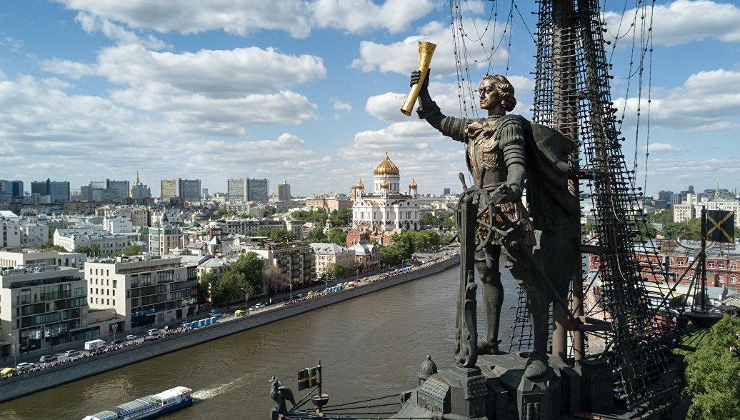 Картинки по запросу Монумент «В ознаменование 300-летия российского флота» москва