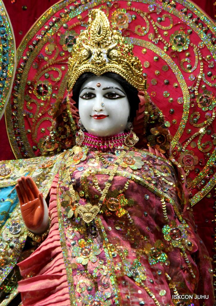 ISKCON Juhu Mangal Deity Darshan on 25th Oct 2016 (15)