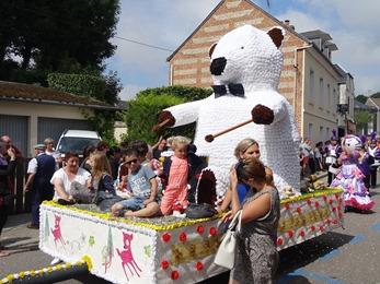2017.08.15-011 ours blanc joueur de tambour
