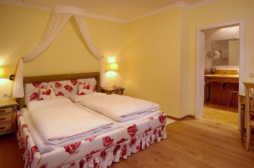 Hotel Heitzmann - Zimmer08.jpg