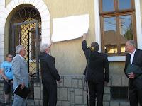 Dobos László emléktábláját Köteles László és Furik Csaba leplezte le.jpg