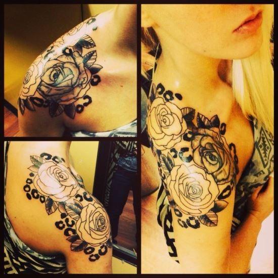 linda_rosa_e_chitas_ombro_impresso_de_tatuagem_para_as_mulheres
