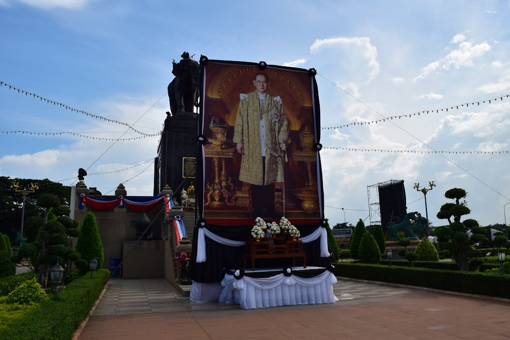 At this roundabout there is a famous monument to King Rama I.  But an enormous picture of the most recent king, Rama IX, has been put up as well, along with the black and white ribbons.