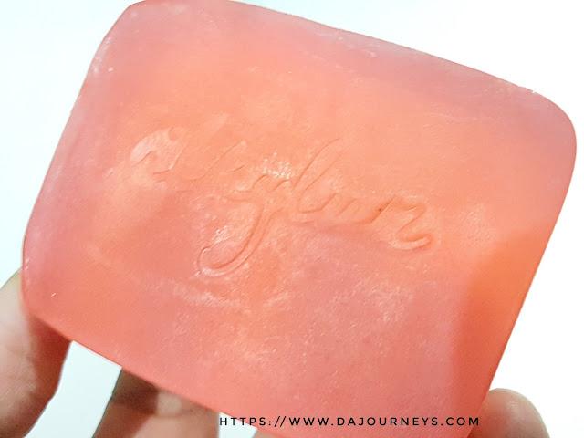 Review Avoskin Silkyluz Bohemian Bar Soap