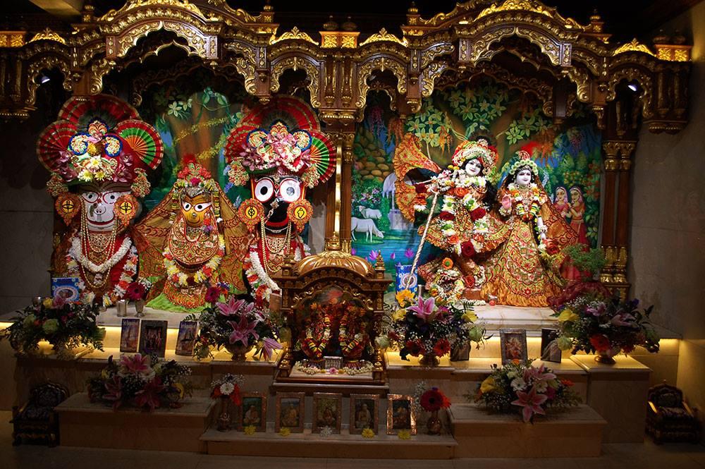 ISKCON London Deity Darshan 19 Dec 2015 (1)