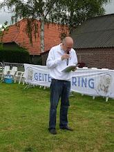 Photo: Welkomstwoord wordt uitgesproken door voorzitter Kees van Dongen. Er wordt een minuut stilte in acht genomen naar aanleiding van het overlijden van dhr. Gerrit-Jan Swinkels uit Best,  lid van geitenfokvereniging Sint Anna.