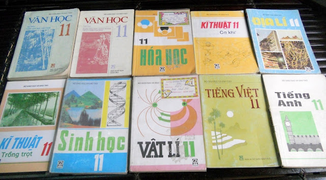 Sách giáo khoa tiểu học cũ - nơi lưu giữ từng trang ký ức DSCN2741