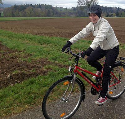 Anna on the Bike zwischen Fribourg und Thun