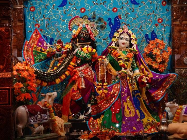 ISKCON Nigdi Deity Darshan 06 Jan 2016 (25)