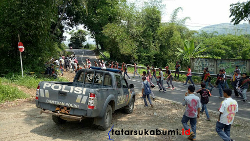 Corat Coret Rayakan Kelulusan, Puluhan Pelajar Dibubarkan Polisi di Cibadak