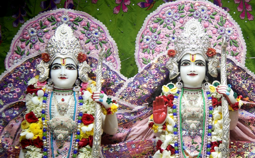 ISKCON Juhu Sringar Deity Darshan on 30th June 2016 (15)