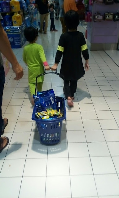 Shopping di Mydin Meru