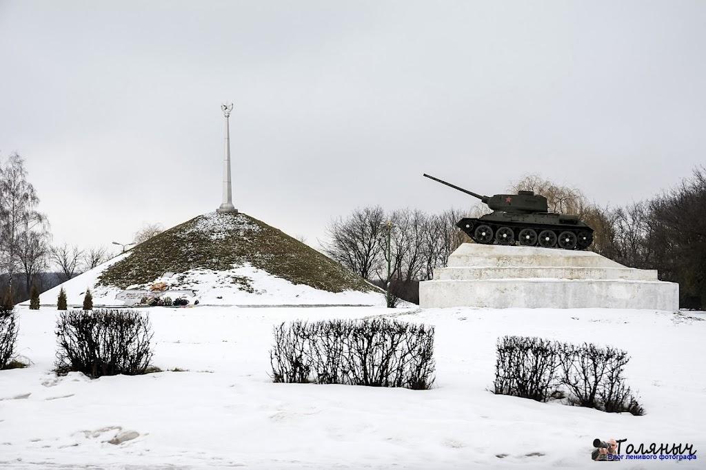 На въезде в Ефремов находится очень классный курган с танком.
