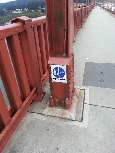 Знаки и разметка на мосту Золотые Ворота