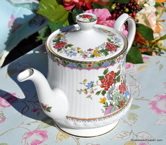 Queen's 2 Pint Floral Teapot