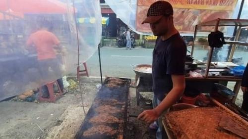 Ikan Bakar Pak Ujang Hanya Ada di Bulan Ramadhan