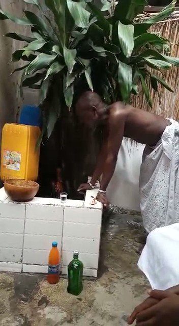 Oba of Lagos calls herbalist to invoke the gods over stolen Staff and properties (video)