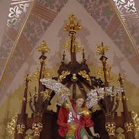 14.09.2012 Odnowione wnętrze kościoła, nowy ołtarz soborowy i ambonka