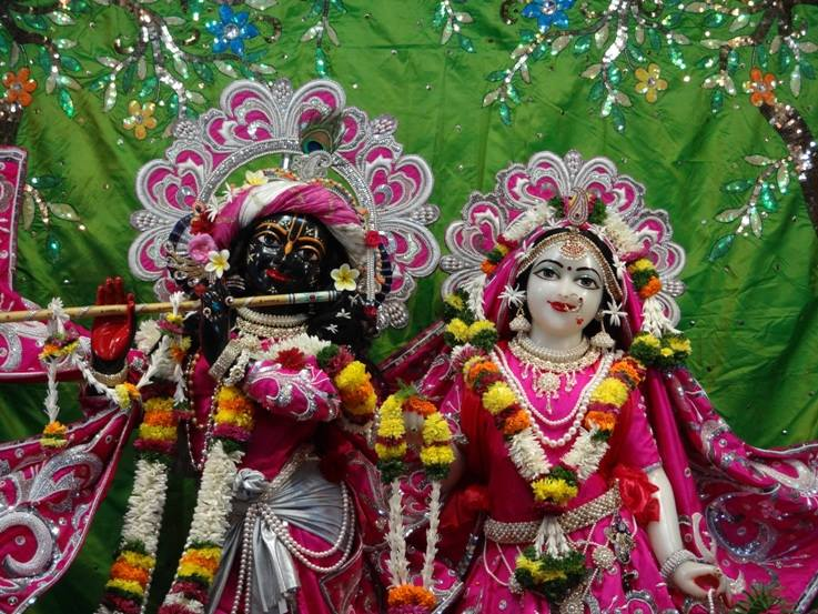 ISKCON Nigdi Deity Darshan 19 Dec 2015 (9)