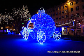 na zdjeciu Poznań przed świętami Bozego narodzenia 2014. Plac Wolności