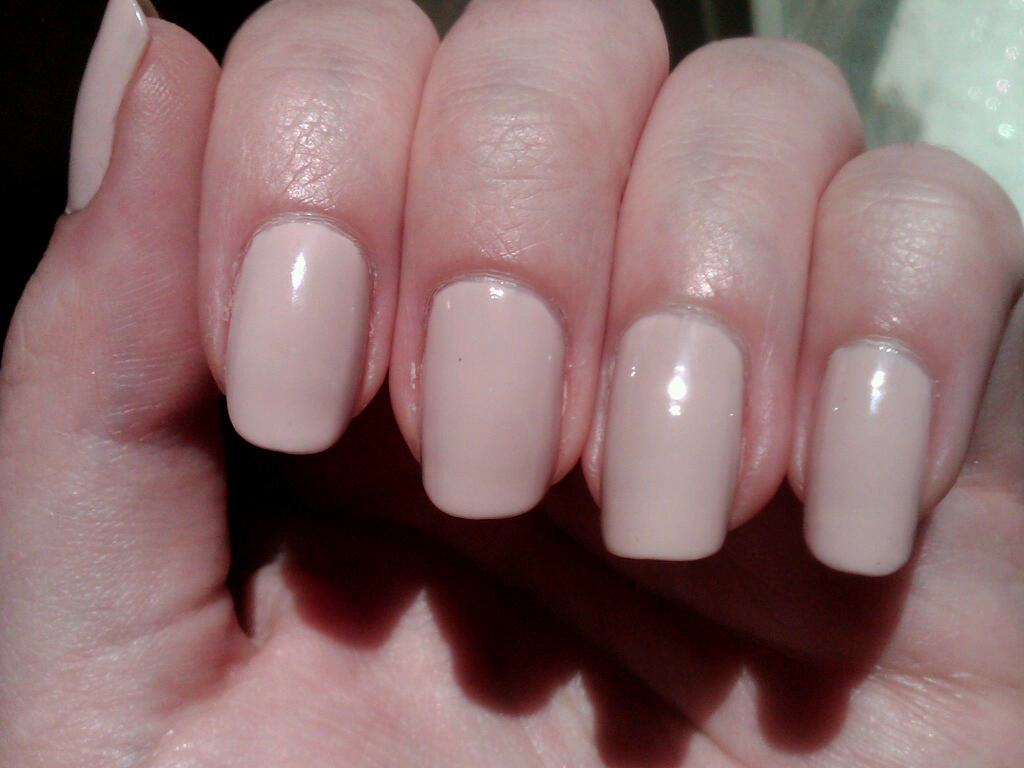 Essie Topless & Barefoot Swatch by Fatimah - Nailpolis