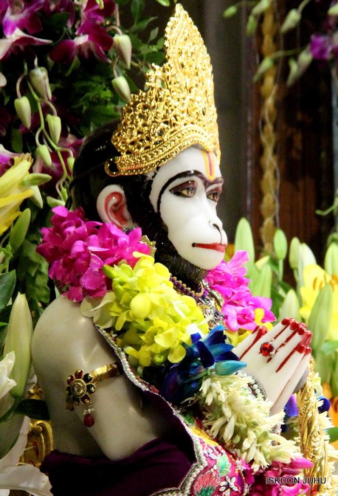 ISKCON Juhu Mangal Deity Darshan on 25th Aug16 (15)