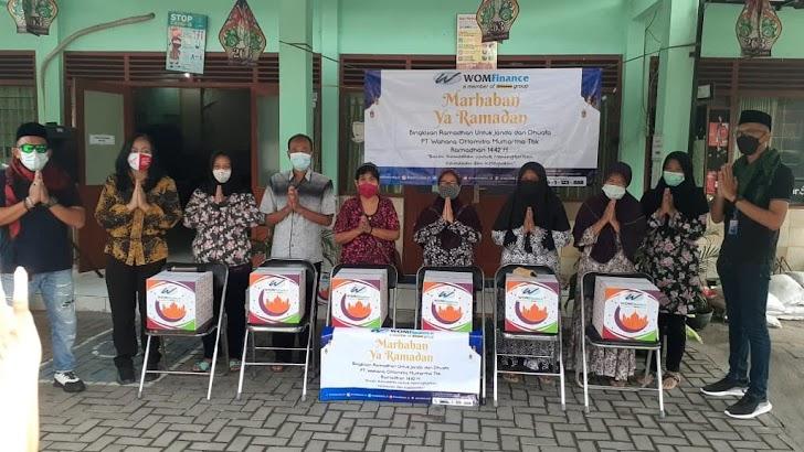 Terus Berbagi, WOM Finance Bagikan Bingkisan Ramadhan kepada Kaum Dhuafa