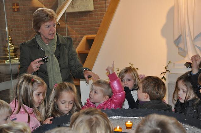 Kleuters bezoeken Martinuskerk - DSC_0028.JPG