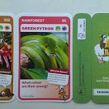 Карточки с животными для наклеивания в альбом. Выдаются бесплатно в супермаркетах