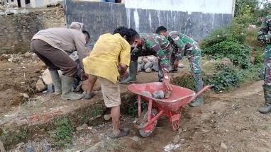 Pantang Menyerah Membantu Langsir Batu  di TMMD Kodim Tapsel