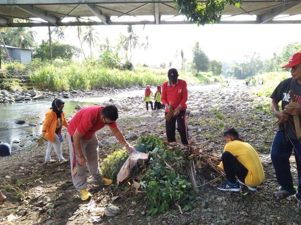 Bhabinkamtibmas Desa Mattabbulu Giat Bakti Sosial