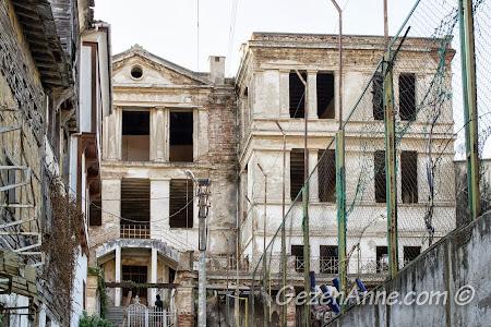 Bursa, Trilye'deki Taş Mektep