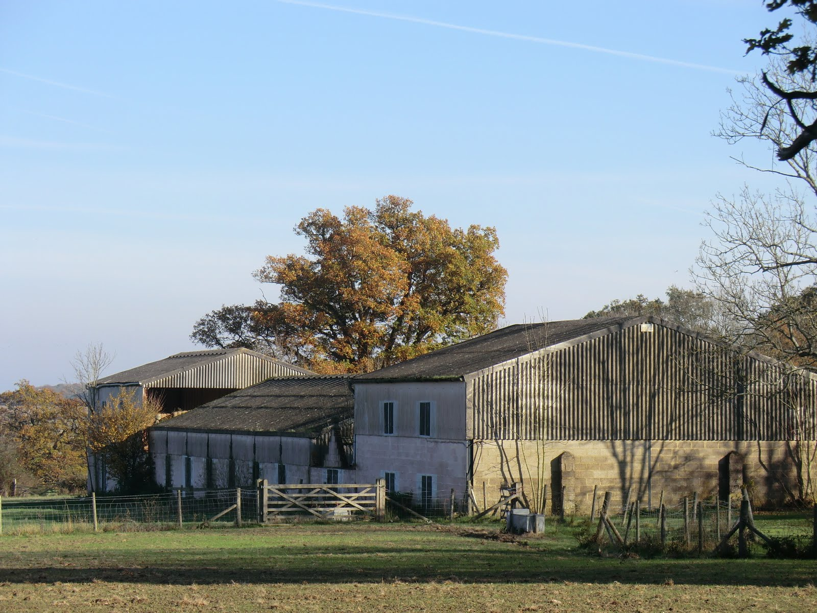 CIMG0284 Old farm buildings at Wat Stock (trompe-l'oeil)