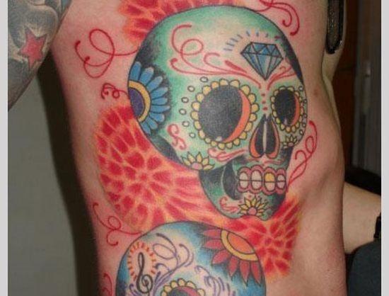 colorido_açcar_crnio_tatuagens_no_lado_do_peito