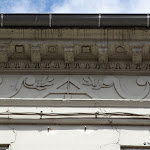 Rue Serret : façade (détail compas)