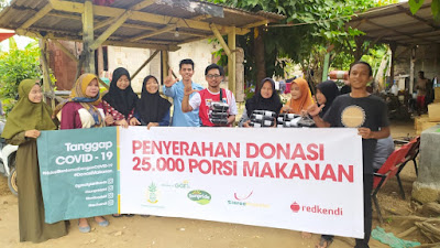 Berbagi Makanan Siap SajiRelawan Rumah Pelangi Sebar Ribuan Box Nasi